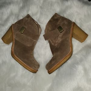 UGG Size 9 Tan Heeled Boots